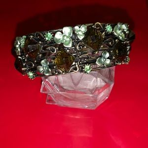 Bracelet with stones and flowers